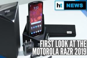 Unboxing the Motorola Razr 2019