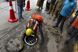 19 year old dies after falling in open drain in Mumbai