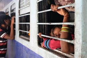 RPF personnel saves man's life at a train station in West Bengal