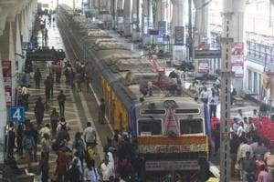 Passengers demand better conditions at Thane station, warn of agitation