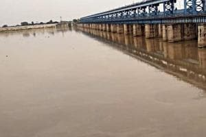 5 drown as boat capsizes in UP's Mau