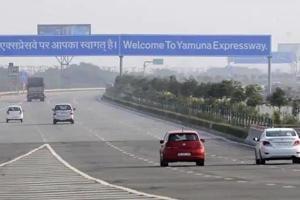 3 killed after vehicle rams divider on Yamuna Expressway near Delhi