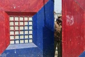 10 get life imprisonment for smuggling explosives from Pakistan