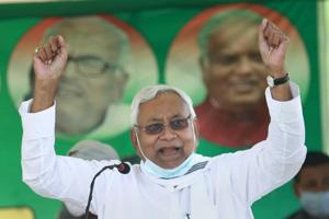'Only installed wife on chair': Nitish attacks Lalu on women welfare