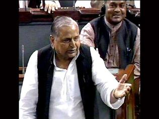 Mulayam promises free education, medicines for all