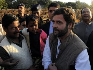 Rahul, Smriti go all out to show they are best suited for Amethi
