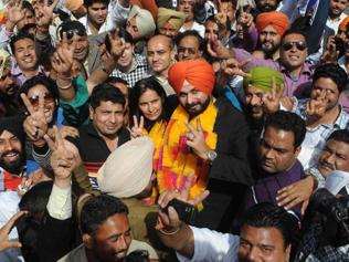 Howzzat! Sidhu seals lips at his roadshow in Lucknow