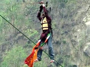 Guinness record holder dies during stunt