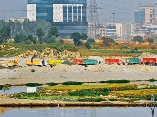 Sand ban takes its toll on builders and buyers in MP