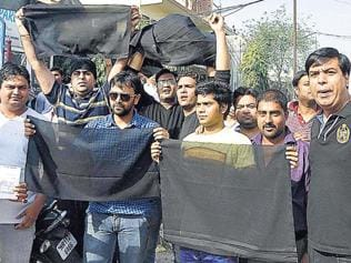 Black flags greet AAP chief during Faridabad road show