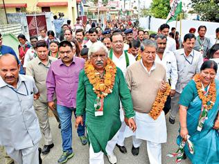 Dipping prospects push Cong to send spin docs to Haridwar