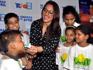 Sonakshi hosts special Rio 2 screening for kids