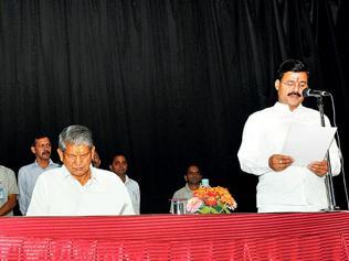 Uttarakhand CM drops Amrita, inducts Dinesh
