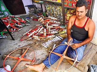 Cracker of a tradition for Ghaziabad family
