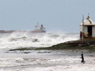 Jharkhand braces for sting of Hudhud's tail