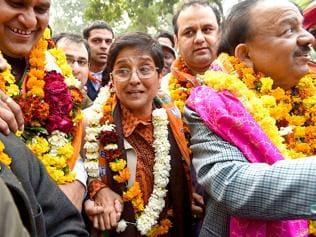 As Delhi polls near, Modi wave ebbs to give Kiran Bedi space