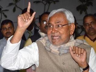 Ahead of trust vote, Nitish puts squeeze on Manjhi MLAs