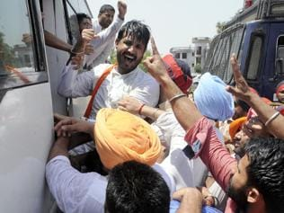 BJP workers attempt to stop Delhi-Lahore bus in Jalandhar