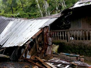 At least 30 killed, houses swept away in Darjeeling landslides