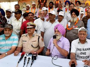 OROP: PMO steps in to pacify veterans, Delhi Police apologises