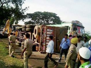 At least 10 killed in bus-truck collision in Telangana