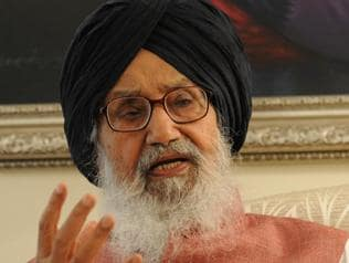 People should pardon, forget and move on: Parkash Singh Badal