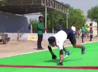 Watch | Indian boy becomes fastest quadrupedal runner