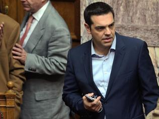 Greek PM Tsipras takes on Turkey's Davutoglu on Twitter