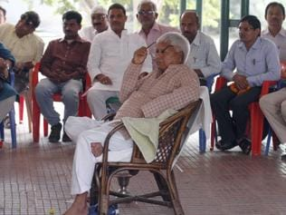 Lalu tells party functionaries to brace for Delhi battle