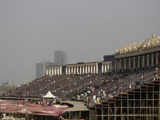 Art of Living blinks, will pay Rs 25 lakh today, Rs 4.75 cr in 3 weeks