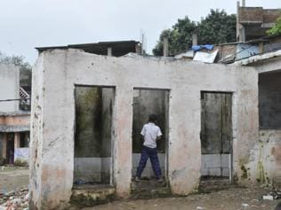 Lucknow: From today, Rs 500 fine for peeing in public