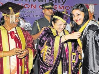 LS Speaker, Jharkhand governor face ABVP wrath over convocation gown