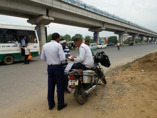 Few cops on road in city, residents control traffic