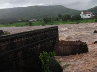 Bridge collapse near Mahad: Search and rescue operations on