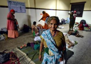 No rest, no home: Delhi's elderly travel long distances to beg
