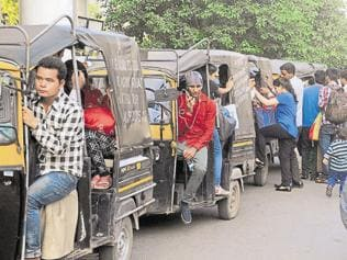 Commuters stranded as traffic police continue to impound autos in Gurgaon