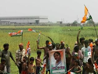 Govt will return Singur land to farmers in cultivable condition, announces Mamata