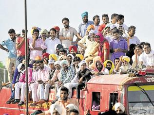 Arvind Kejriwal's Baghapurana rally: Supporters brave heat, jostle for entry