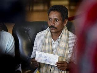 After his 'death walk', Dana Majhi gets the red carpet in Delhi