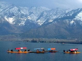 Tourists from Bengal overfly troubled Kashmir
