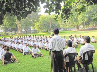 MP cops accuse government of shielding unruly RSS members