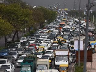 Vehicle smoke, road dust add to winter air pollution in Delhi
