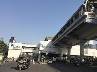 Low police patrol around metro stations in Gurgaon worry commuters