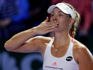 Angelique Kerber beats Simona Halep, goes to 2-0 in Red Group at WTA Finals