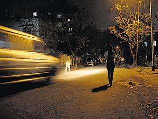 Mobile phones to have panic button from Jan, Delhi traffic cops tell court