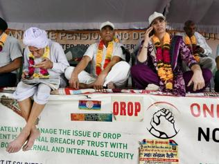 Rahul, Kejriwal detained as politics heats up over ex-soldier's Orop 'suicide'