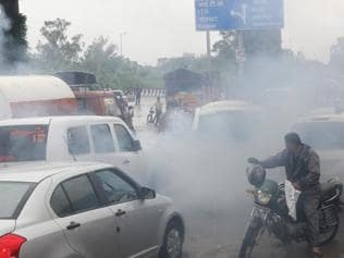 Delhi pollution: L-G Jung announces crackdown on old vehicles, entry of trucks