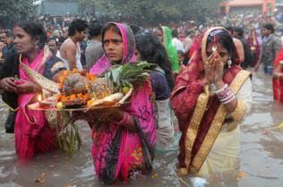 Crackers burst during Chhath puja despite toxic air
