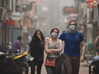 Smog in Delhi-NCR makes vendors cry and office-goers joyous. Wonder why?