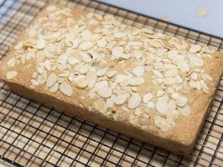 Try the recipe for an easy almond cake this weekend